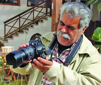 المصور الليبي أحمد السيفاو