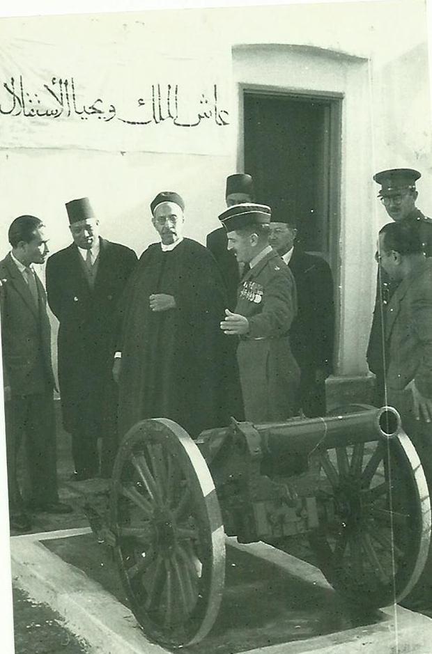 الملك ادريس يتفقد نواة تشكيل الجيش - طرابلس 1952