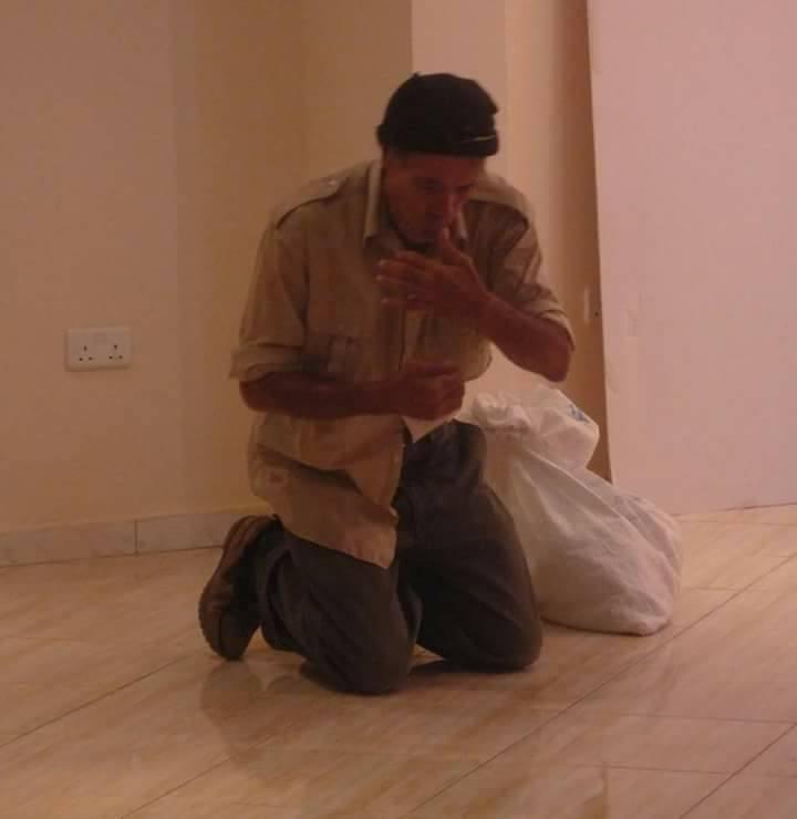 الفنان محمد لامين في عرض الطريق إلى تارا. تصوير: عزة دريزة.