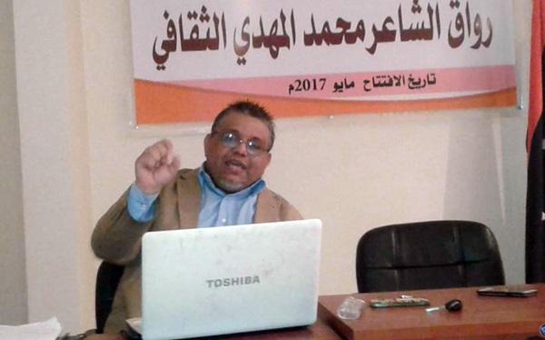 الكاتب أحمد التهامي في محاضرة القراءة الذكية.