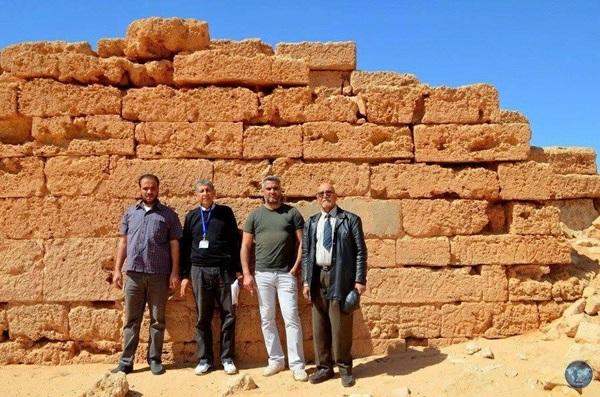 مراقبة آثار بنغازي في منطقة الرقطة.
