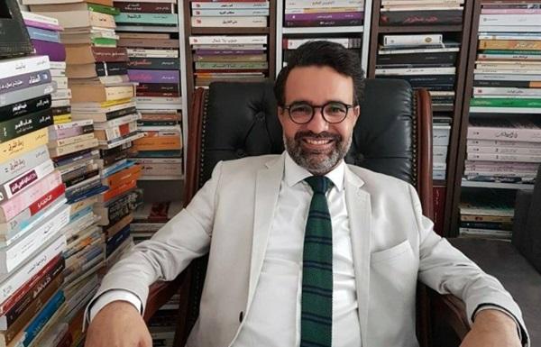 الكاتب التونسي كمال الرياحي.