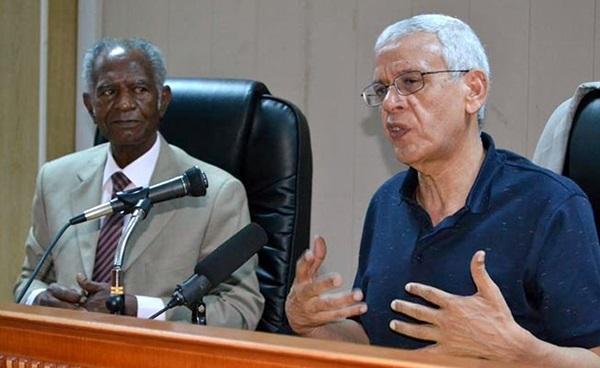 الدكتور نجيب الحصادي، والإعلامي علي أحمد سالم.