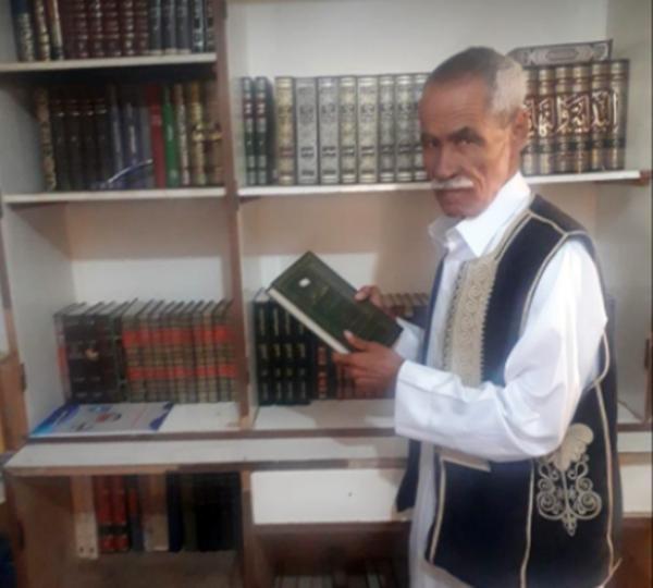 الكاتب عمر رمضان.