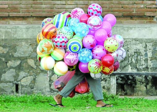 بائع البالونات