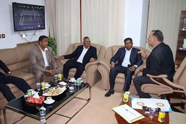 رئيس هيئة الإعلام والثقافة يعقد اجتماعاً موسعاً في مقر الهيئة ببنغازي