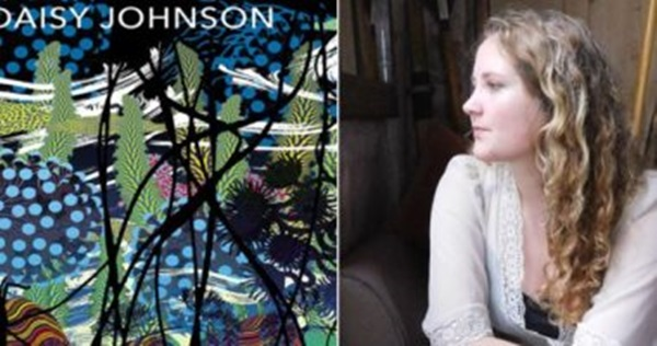 الكاتبة ديزي جونسون.