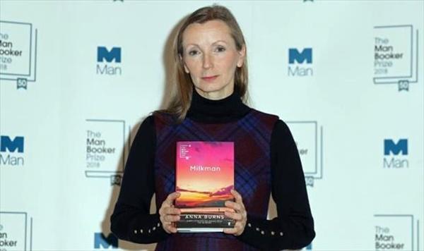 الروائية الشمال إرلندية آنا برنز.