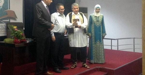 تكريم منتدى المناضل بشير السعداوي للشاعر محمد المزوغي.