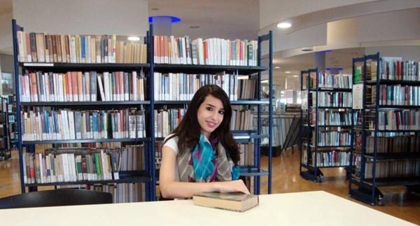 الروائية الجزائرية أمل بوشارب (الصورة: صحيفة العرب).