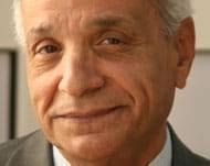 الكاتب عبدالرزاق العاقل.