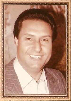 الفنان رجب إسماعيل.