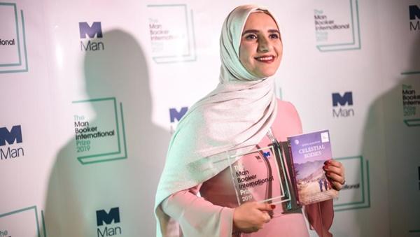 الروائية جوخة الحارثي تفوز بمان بوكر 2019