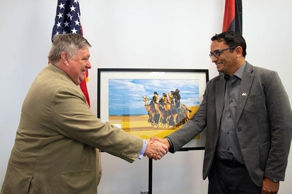 """السفير الأمريكي """"بيتر بودي"""" يستقبل المصور بشار شقليلة"""